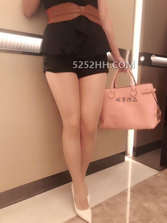 丝袜人妻电梯里遇到一位丝袜高跟熟女,你会做什么?[22P]